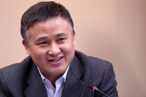 央行副行长潘功胜发文:规范发展互联网金融,维护金融市场稳定