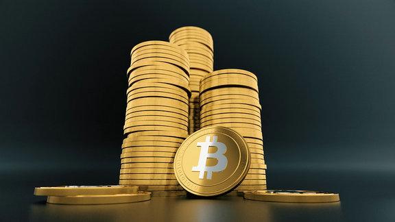 比特币被美国驯服至暴跌40% 将成美元霸权新帮凶?
