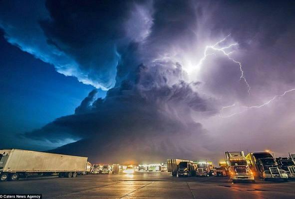 """监管风暴中伴随着上市浪潮,互金或再无""""风口"""""""