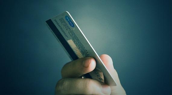 信用卡代偿平台公开叫板银行 专家称广告语违法违规