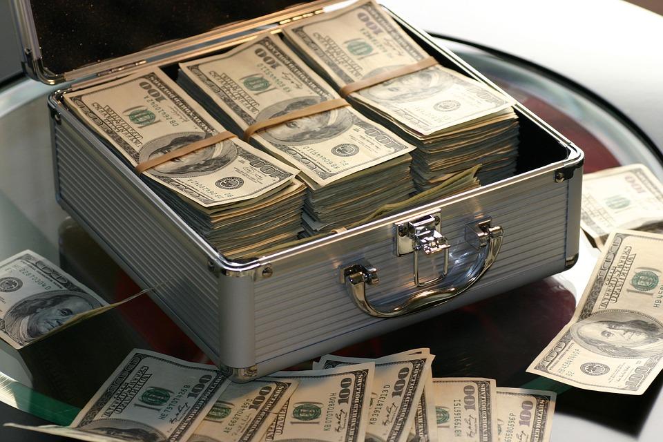 资管新规下中小银行理财业务方向:代销与投顾