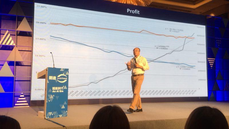 9月7日,2018朗迪中国峰会在上海举办。在零壹财经主办的合规与发展分论坛上,北京互联网金融行业协会秘书长郭大刚发表《中国网贷行业的未来发展预期》主题演讲。 郭大刚首先对网贷行业发展进行总结:由于政策的驱动,网贷行业在2014年上半年开始快速发展,同时出现第一个退出高峰;2015年10月后,开始市场干预,网贷行业趋于稳定,头部企业聚集,行业趋于成熟。此后,每一次出台意见,就引起了一个退出高峰。 他指出,网贷行业的涉众型社会风险远大于金融风险。当局应从社会稳定角度出发,注重监管。 郭大刚强调,他最担心的并