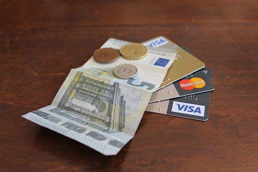 """如何预防消费金融危机?看看台湾""""双卡危机""""的经验"""